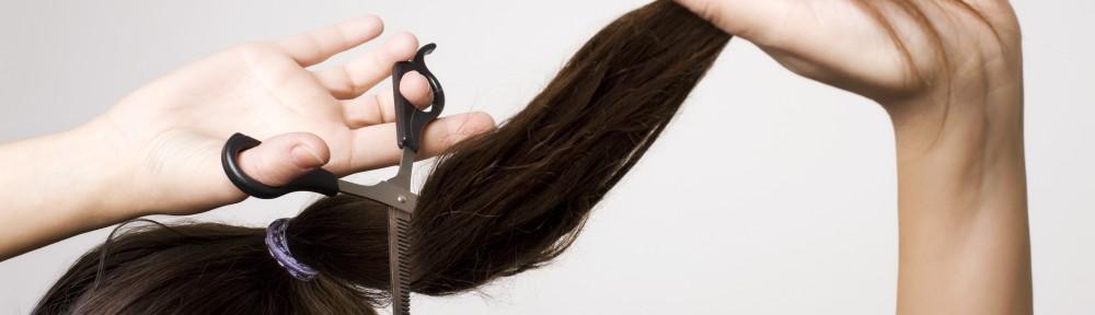 Girl thinning her ponytail